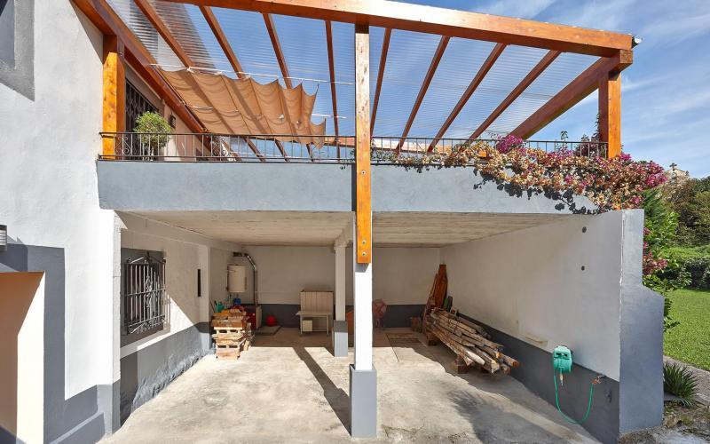 Garaje con capacidad para 4 coches en Casa de piedra del Siglo XVII en Otañes Cantabria