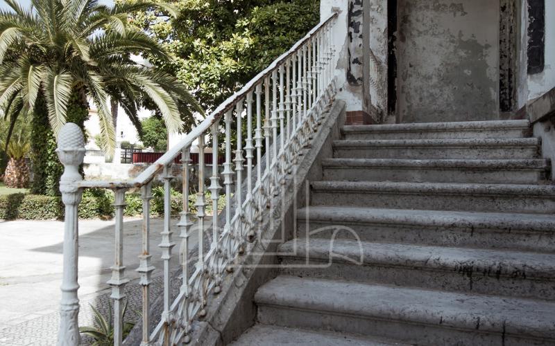 Escaleras de acceso principal