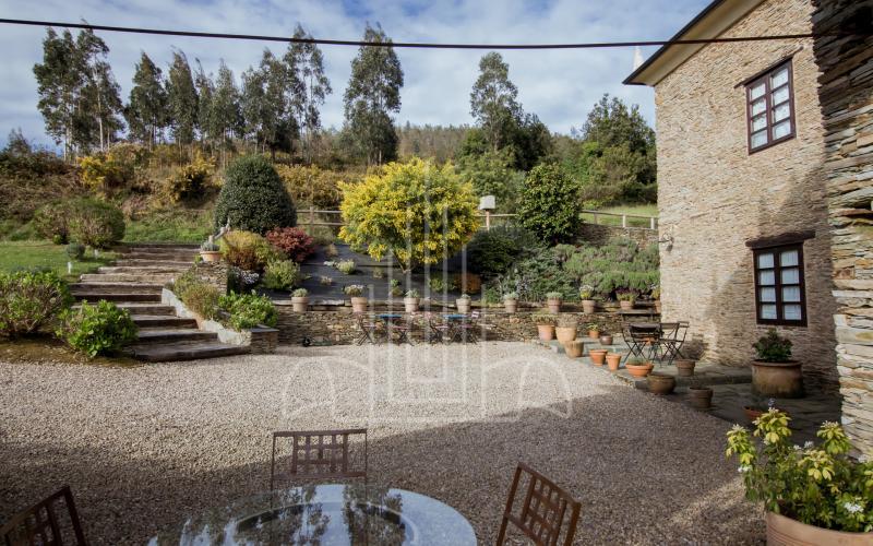 Amplios espacios comunes en el jardín
