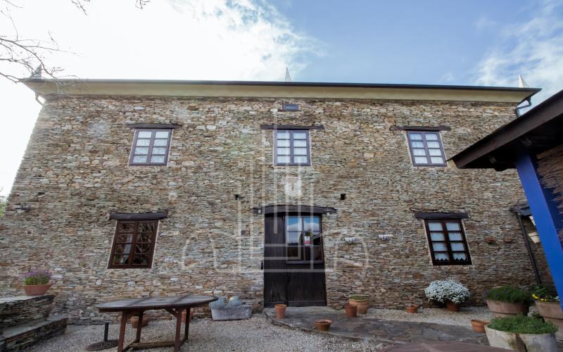 Fachada trasera de casa de Indianos en Vilela, Galicia