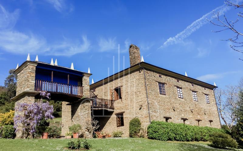Casa de indiano y Hórreo en Vilela, Ribadeo Galicia