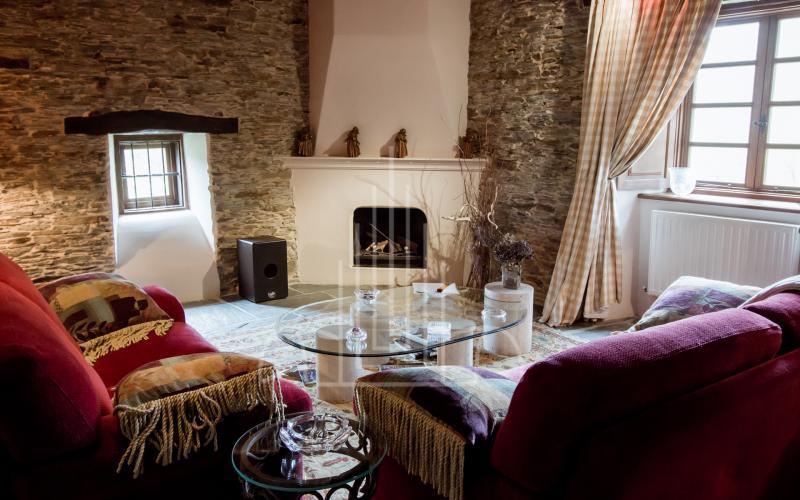 Salón del fuego con chimenea