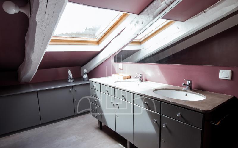 Baño en suite independiente en ático