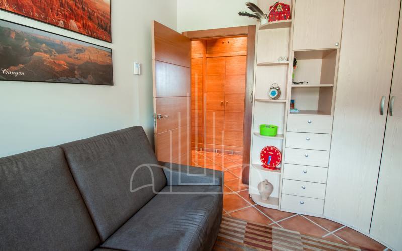 Dormitorio en planta baja en vivienda unifamiliar en el Valle de Ayala, Menagarai