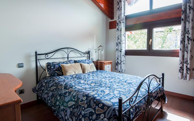 Habitación con txori toki en vivienda unifamiliar en el Valle de Ayala, Menagarai