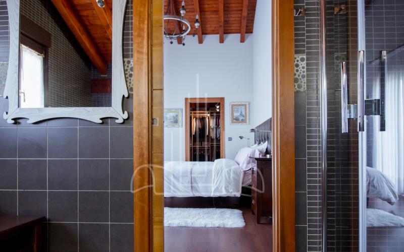 Baño en habitación principal en vivienda unifamiliar en el Valle de Ayala, Menagarai